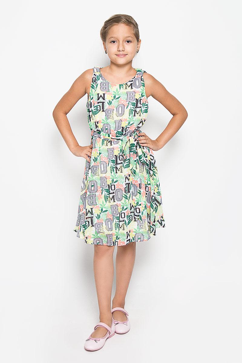 Платье для девочки Button Blue, цвет: белый, салатовый, коралловый. 116BBGB2504. Размер 128, 8 лет116BBGB2504Очаровательное платье для девочки Button Blue идеально подойдет вашей малышке. Верх платья изготовлен из полиэстера, что обеспечивает прочность и износостойкость, а благодаря подкладке из 100% хлопка, оно необычайно мягкое и приятное на ощупь, не сковывает движения малышки и позволяет коже дышать, не раздражает даже самую нежную и чувствительную кожу ребенка, обеспечивая наибольший комфорт. Приталенное платье без рукавов дополнено съемным поясом и оформлено оригинальным красочным цветочным принтом. Благодаря эластичной резинкой на поясе, платье идеально подходит для активных игр. Платье застегивается на пуговицу на спинке.Оригинальный современный дизайн и модная расцветка делают это платье модным и стильным предметом детского гардероба. В нем ваша малышка будет чувствовать себя уютно и комфортно и всегда будет в центре внимания!