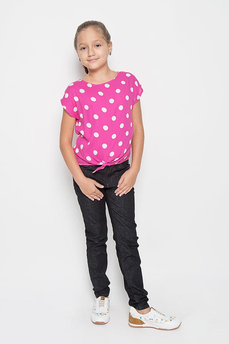 Блузка для девочки Sela, цвет: розовый, белый. Bsl-612/010-6153. Размер 128, 8 летBsl-612/010-6153Модная блузка для девочки Sela идеально подойдет вашей малышке. Изготовленная из высококачественной вискозы, она не раздражает даже самую нежную и чувствительную кожу ребенка, обеспечивая наибольший комфорт. Модель свободного кроя с вырезом горловины лодочка и короткими рукавами оформлена принтом в крупный горох. На спинке изделие застегивается на перламутровую пуговицу. Низ блузки спереди дополнен завязками.Оригинальный современный дизайн делает эту модель стильным предметом детского гардероба.