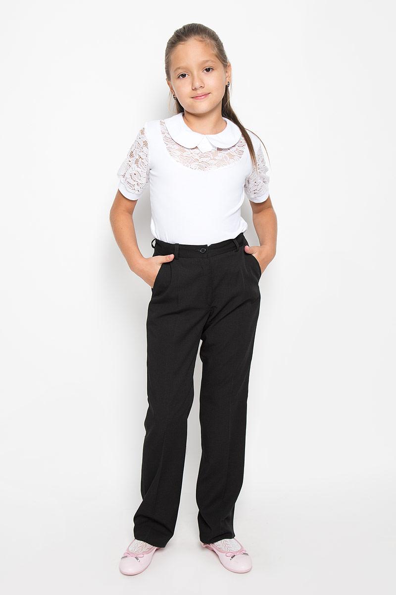 Брюки для девочки BTC, цвет: черный. 12.017903. Размер 32-12812.017903Стильные брюки для девочки BTC идеально подойдут для школы и повседневной носки. Изготовленные из плотного материала, они необычайно мягкие и приятные на ощупь, не сковывают движения и позволяют коже дышать, обеспечивая наибольший комфорт. Классические брюки с заутюженными стрелками прекрасно сидят и хорошо держат форму. Модель застегивается на пуговицу в поясе и ширинку на молнии, также предусмотрены шлевки для ремня. Объем пояса регулируется при помощи эластичной резинки с пуговицами. Спереди брюки дополнены двумя втачными карманами с косыми срезами. Такие брюки будут прекрасно сочетаться с различными блузками и пиджаками. Однотонные брюки классического покроя - отличный выбор для школьного гардероба.