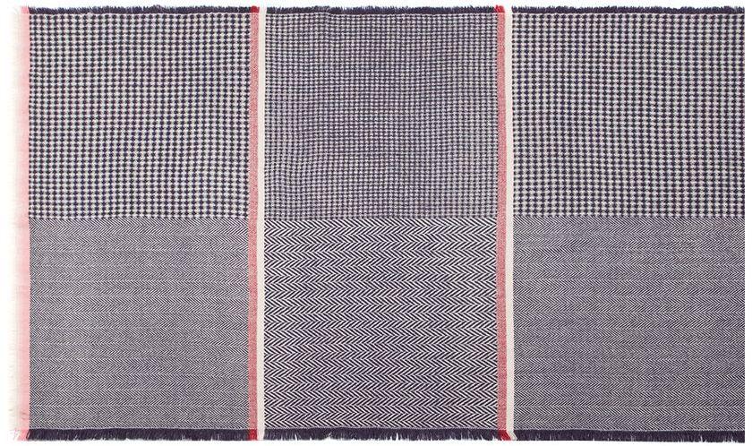 Палантин Labbra, цвет: темно-синий, белый, красный. LG41-566. Размер 70 см х 185 смLG41-566Палантин от Labbra изготовлен из шерсти и оформлен геометрическим принтом. Изделие с боковой фабричной закрепкой, края декорированы бахромой.