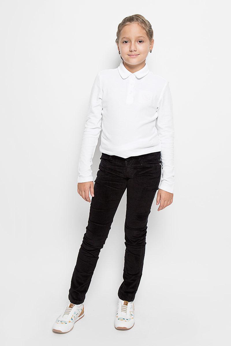 Брюки для девочки Luminoso, цвет: черный. 205824. Размер 158, 13 лет205824Стильные вельветовые брюки для девочки Luminoso изготовлены из эластичного хлопка. Брюки на поясе застегивается на оригинальную металлическую пуговицу и имеют ширинку на застежке-молнии и шлевки для ремня. При необходимости пояс можно утянуть скрытой резинкой на пуговицах. Брюки спереди дополнены двумя втачными карманами, а сзади - двумя накладными карманами.
