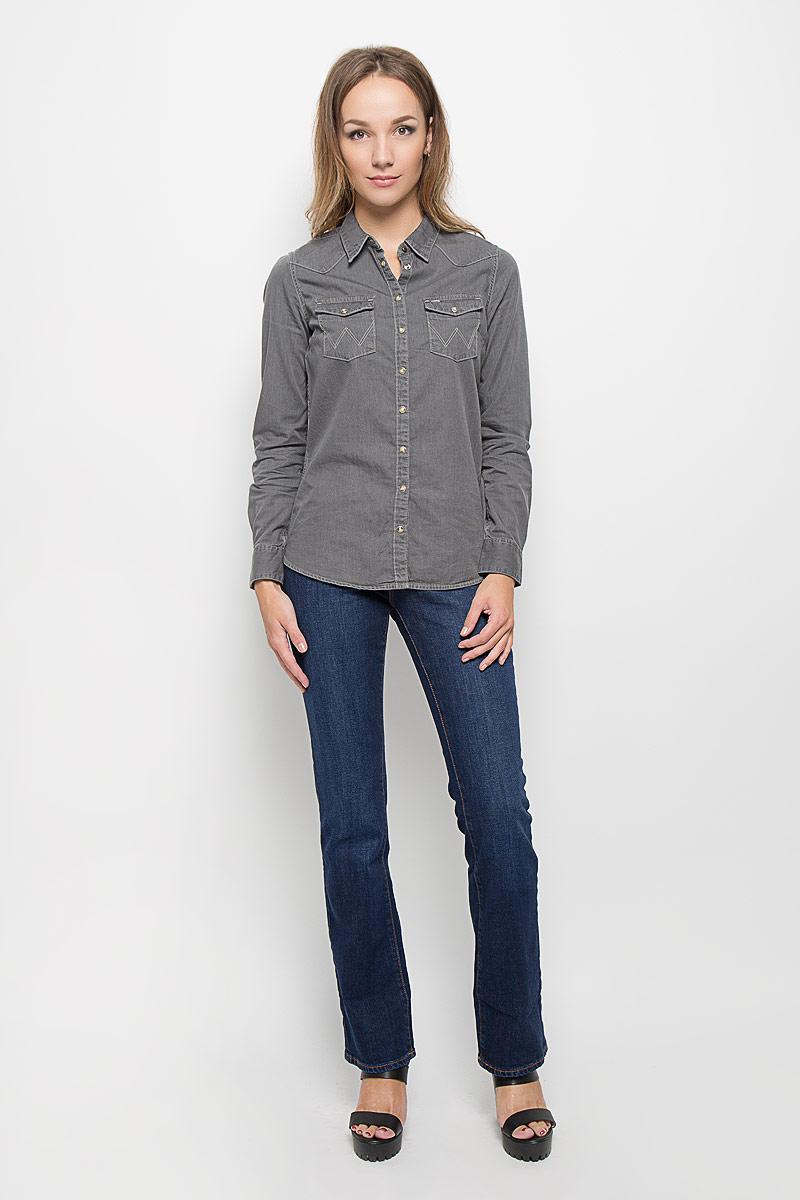 Джинсы женские Wrangler Tina, цвет: синий. W242X479G. Размер 27-32 (42/44-32)W242X479GКлассический женский стиль Wrangler bootcut (небольшой клеш) с комфортной высокой посадкой.Стильные женские джинсы Wrangler Tina высочайшего качества, созданы специально для того, чтобы подчеркивать достоинства вашей фигуры. Модель прямого покроя слегка расклешена к низу и с комфортнойпосадкой, оформлена декоративными прострочками. Застегиваются джинсы на пуговицу и ширинку на застежке-молнии, имеются шлевки для ремня. Спереди модель оформлена двумя втачными карманами и одним небольшим секретным кармашком, а сзади - двумя накладными карманами.