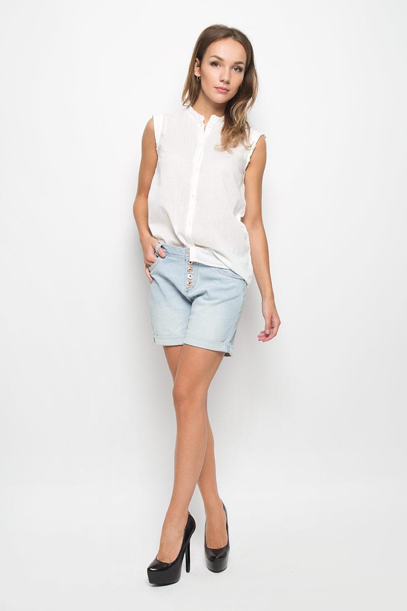 Шорты женские Tom Tailor Denim, цвет: голубой. 6204265.00.71_1051. Размер 28 (44)6204265.00.71_1051Стильные женские шорты Tom Tailor Denim помогут создать отличный современный образ в стиле Casual. Модель выполнена из эластичного хлопка.Шорты с заниженной посадкой застегиваются на пять металлических пуговиц. На поясе предусмотрены шлевки для ремня. Спереди модель дополнена тремя втачными карманами, а сзади - двумя накладными карманами. Шорты оформлены эффектом потертостей и контрастной прострочкой. Низ модели дополнен декоративными отворотами. Эти модные и в тоже время комфортные шорты послужат отличным дополнением к вашему гардеробу. В них вы всегда будете чувствовать себя уютно и комфортно.