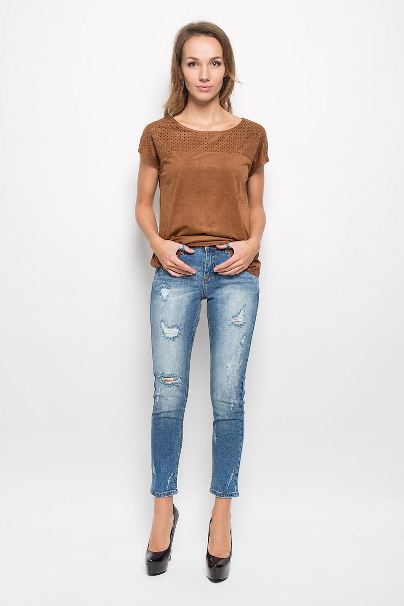 Джинсы женские Sela Denim, цвет: синий. PJ-335/583-6322. Размер 31-34 (48-34)PJ-335/583-6322Модные женские джинсы Sela Denim станут отличным дополнением к вашему гардеробу. Изготовленные из хлопка с добавлением эластана, они приятные на ощупь, не сковывают движения и позволяют коже дышать.Джинсы-бойфренды застегиваются на металлическую пуговицу и имеют ширинку на застежке-молнии. На поясе предусмотрены шлевки для ремня. Модель имеет классический пятикарманный крой: спереди - два втачных кармана и один маленький накладной, а сзади - два накладных кармана. Изделие оформлено эффектом искусственного состаривания денима.Современный дизайн и расцветка делают эти джинсы стильным предметом женской одежды. Это идеальный вариант для тех, кто хочет заявить о себе и своей индивидуальности!