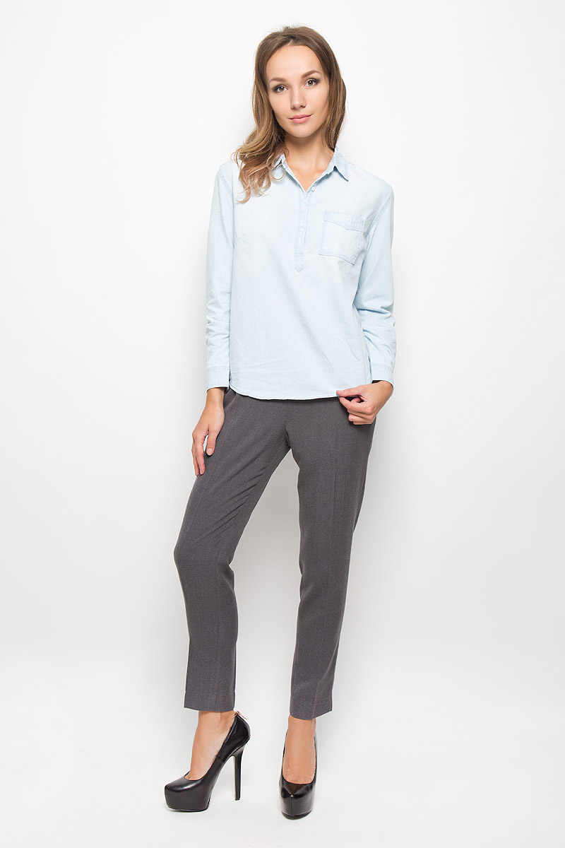 Рубашка женская Sela Casual, цвет: светло-голубой. Bj-332/027-6313. Размер M (46)Bj-332/027-6313Женская рубашка Sela Casual, выполненная из натурального хлопка, идеально подойдет для повседневной носки. Материал изделия приятный на ощупь, не стесняет движений и позволяет коже дышать, обеспечивая комфорт. Рубашка с отложным воротником и длинными рукавами застегивается сверху на пуговицы. На манжетах предусмотрены застежки-пуговицы. На груди расположен накладной карман с застежкой-пуговицей. Такая рубашка подчеркнет ваш вкус и поможет создать современный и стильный образ!