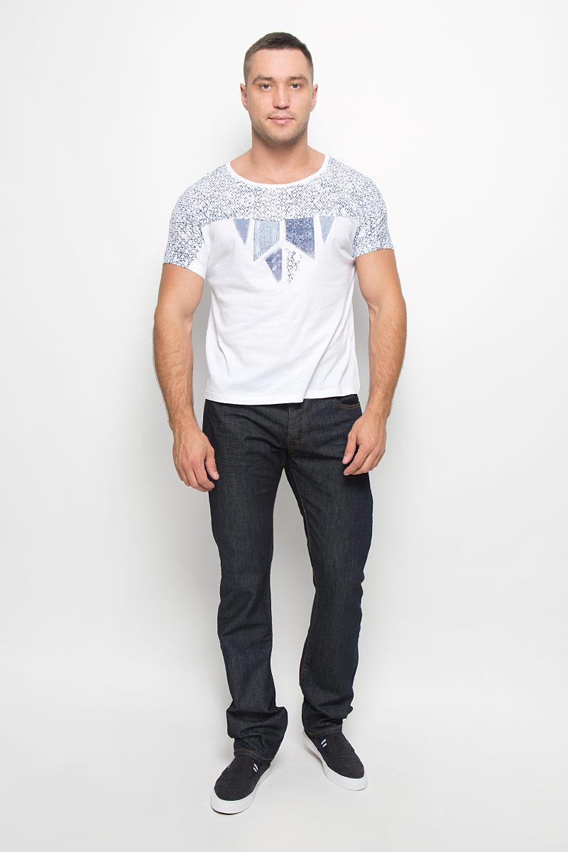 Футболка мужская Wrangler, цвет: белый, темно-синий. W7316DS12. Размер M (46)W7316DS12Мужская футболка Wrangler поможет создать отличный современный образ в стиле Casual. Модель, изготовленная из натурального хлопка, очень мягкая, тактильно приятная, не сковывает движения и позволяет коже дышать.Футболка с круглым вырезом горловины и короткими цельнокроеными рукавами оформлена оригинальным принтом.Такая футболка станет стильным дополнением к вашему гардеробу, она подарит вам комфорт в течение всего дня!