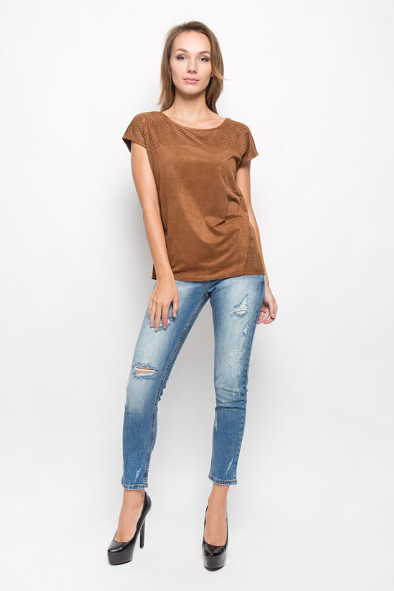 Футболка женская Sela Casual, цвет: коричневый. Ts-111/210-6373. Размер S (44)Ts-111/210-6373Оригинальная женская футболка Sela Casual выполнена из полиэстера с добавлением эластана. Материал с фактурой под замшу необычайно мягкий и приятный на ощупь, не стесняет движений, обеспечивает комфорт при носке.Футболка с круглым вырезом горловины и короткими рукавами имеет прямой силуэт. Изделие дополнено вставками с перфорированным узором. Современный дизайн и расцветка делают эту модель стильным и модным предметом женской одежды. Обладательница этой футболки всегда будет в центре внимания!