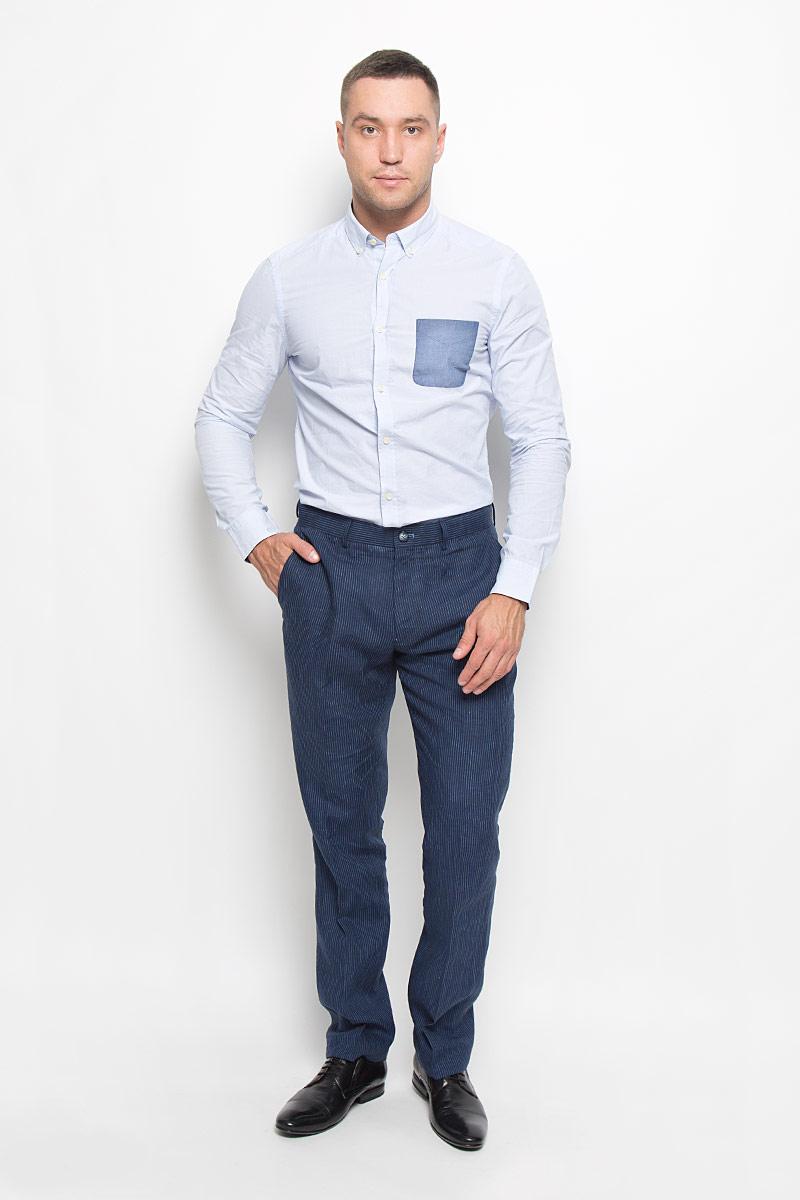 Рубашка мужская Mexx, цвет: бледно-голубой. MX3020018_MN_SHG_003. Размер L (52)MX3020018_MN_SHG_003Стильная мужская рубашка Mexx, выполненная из 100% хлопка, обладает высокой теплопроводностью, воздухопроницаемостью и гигроскопичностью, позволяет коже дышать, тем самым обеспечивая наибольший комфорт при носке. Модель классического кроя с отложным воротником застегивается на пуговицы по всей длине. Длинные рукава рубашки дополнены манжетами на пуговицах. На груди расположен накладной карман. Воротник пристегивается к рубашке с помощью пуговиц.Такая рубашка подчеркнет ваш вкус и поможет создать великолепный стильный образ.