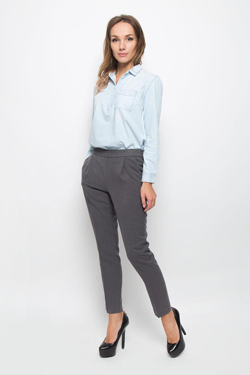 Брюки женские Sela Casual, цвет: серый. P-115/790-6333. Размер L (48)P-115/790-6333Стильные женские брюки Sela Casual - это изделие высочайшего качества, которое превосходно сидит и подчеркнет все достоинства вашей фигуры. Брюки стандартной посадки выполнены из хлопка с добавлением полиэстера, что обеспечивает комфорт и удобство при носке. Брюки-бананы имеют широкую эластичную резинку на поясе сзади, которая обеспечивает надежную и удобную посадку. Брюки дополнены двумя втачными карманами спереди и имитацией втачного кармана сзади.Эти модные и в то же время комфортные брюки послужат отличным дополнением к вашему гардеробу и помогут создать неповторимый современный образ.