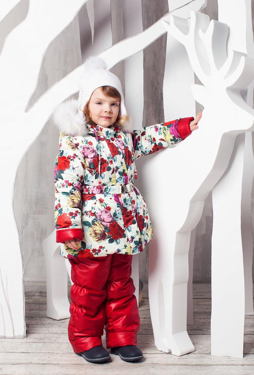 Комплект одежды для девочки OLDOS Роза: куртка, полукомбинезон, цвет: белый, красный. 1КС1606. Размер 92, 2 года1КС1606Теплый и практичный зимний костюм Роза от OLDOS состоит из куртки и полукомбинезона. Верх выполнен из полиэстера, покрытие Teflon защищает от воды и грязи, увеличивает износостойкость и упрощает уход за изделием. Утеплитель Hollofan плотностью 250 г/м2 в куртке и 200 г/м2 в брюках гипоаллергенен, он отлично удерживает тепло. Подкладка на спинке и грудке выполнена из хлопка, в рукавах и брючинах - гладкий полиэстер для легкости одевания. Модель имеет съемную подстежку на молнии из 60% овечьей шерсти. Температура носки костюма -35...0°С. Куртка имеет весь необходимый функционал для комфортной носки: застежка-молния, двойная ветрозащитная планка с защитой подбородка (застегивается на кнопки и липучки), приятная к лицу трикотажная вставка на воротнике, саморегулирующиеся муфты с трикотажными манжетами в рукавах, низ рукавов присборен на резинку, пояс с металлической пряжкой на талии, прорезные карманы на кнопках, низ куртки присборен на резинку, съемный капюшон с регулировкой объема и съемной опушкой из искусственного меха. Полукомбинезон застегивается на молнию, имеются широкие эластичные регулируемые лямки, внутренняя резинка по линии талии для лучшего прилегания, снего-ветрозащитная муфта (до 104 роста силиконовые штрипки на пуговицах, со 116 роста муфта с антискользящей резинкой), карманы с присборенным краем. Костюм оснащен светоотражающими элементами для безопасности в темное время суток.