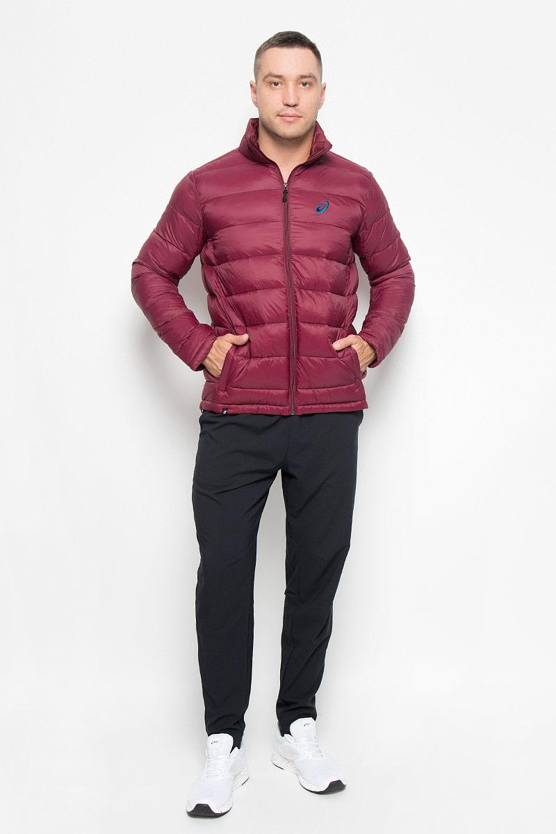 Куртка мужская Asics Padded, цвет: бордовый. 134797-6029. Размер M (48/50)134797-6029Куртка мужская Padded Jacket подарит вам тепло, комфортно и удобно при носке. Сохранение тепла обеспечивается за счет наполнителя качественных материалов. Куртка с воротником-стойкой застегивается на застежку-молнию. По бокам модель дополнена двумя втачными карманами на застежках-молниях. На внутренней стороне размещается два вместительных накладных кармана. Понизу модель регулируется кулиской со стопперами. Модель декорирована на груди вышитым логотипом с названием бренда.Такая куртка обеспечит вам не только красивый внешний вид и комфорт, но и дополнительную защиту от холода и ветра.