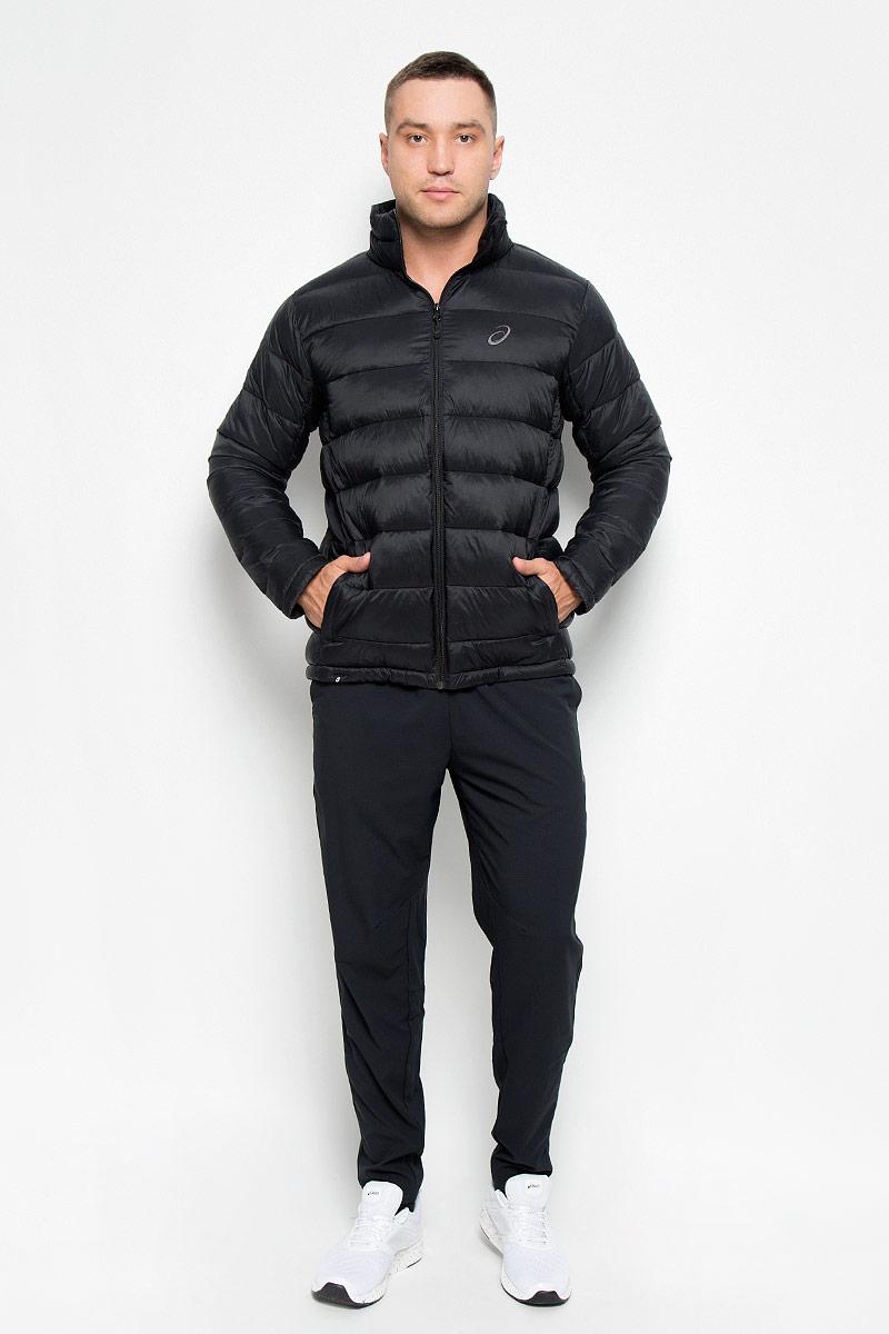 Куртка мужская Asics Padded, цвет: черный. 134797-0904. Размер L (50/52)134797-0904Куртка мужская Padded Jacket подарит вам тепло, комфортно и удобно при носке. Сохранение тепла обеспечивается за счет наполнителя качественных материалов. Куртка с воротником-стойкой застегивается на застежку-молнию. По бокам модель дополнена двумя втачными карманами на застежках-молниях. На внутренней стороне размещается два вместительных накладных кармана. Понизу модель регулируется кулиской со стопперами. Модель декорирована на груди вышитым логотипом с названием бренда.Такая куртка обеспечит вам не только красивый внешний вид и комфорт, но и дополнительную защиту от холода и ветра.