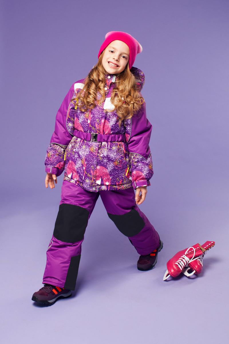 Комплект одежды для девочки OLDOS ACTIVE Алиса: куртка, полукомбинезон, цвет: сиреневый. 16/OA-1SU421-1. Размер 92, 2 года16/OA-1SU421Долговечный и технологичный зимний костюм Алиса от OLDOS ACTIVE состоит из куртки и полукомбинезона. Костюм оснащен всем самым необходимым для комфортной носки. Верх выполнен из полиэстера, пропитка Teflon защищает от грязи и воды, увеличивает износостойкость и облегчает уход. Мембрана 5000/5000 обеспечивает водонепроницаемость, при этом одежда дышит. Гипоаллергенный утеплитель HOLLOFAN PRO 200 г/м2 в куртке и 150 г/м2 в полукомбинезоне тоньше обычного, зато эффективнее удерживает тепло. Температурный режим (-30°С...+5°С). Флисовая подкладка в области груди, спины, воротника и капюшона; в рукавах и полукомбинезоне - гладкий полиэстер для легкости одевания. Функционал куртки продуман до мелочей: двойная ветрозащитная планка по всей длине молнии с защитой подбородка, противоснежная юбка с антискользящей резинкой, регулируемые по ширине манжеты на рукавах, дополнительно в рукавах есть эластичная мягкая внутренняя манжета с отверстием для большого пальца, воротник-стойка, съемный капюшон с регулировкой объема. Низ куртки регулируется по ширине, внутренняя резинка по талии обеспечивает лучшее прилегание. С лицевой стороны куртки имеются прорезные карманы на молнии. Модель дополнена эластичным поясом. Полукомбинезон также очень удобен и комфортен: противоснежная муфта с антискользящей резинкой, усиления на коленях и внизу брючин в местах особого износа, внутренняя эластичная резинка на талии для лучшего прилегания, застежка на молнию, широкие эластичные регулируемые лямки, прорезные открытые карманы. Прогулки в этом костюме будут не только комфортными, но и безопасными: и на куртке, и на полукомбинезоне есть светоотражающие элементы, а в куртке имеется внутренний карман с нашивкой-потеряшкой, на которой можно написать имя девочки и телефоны родителей.
