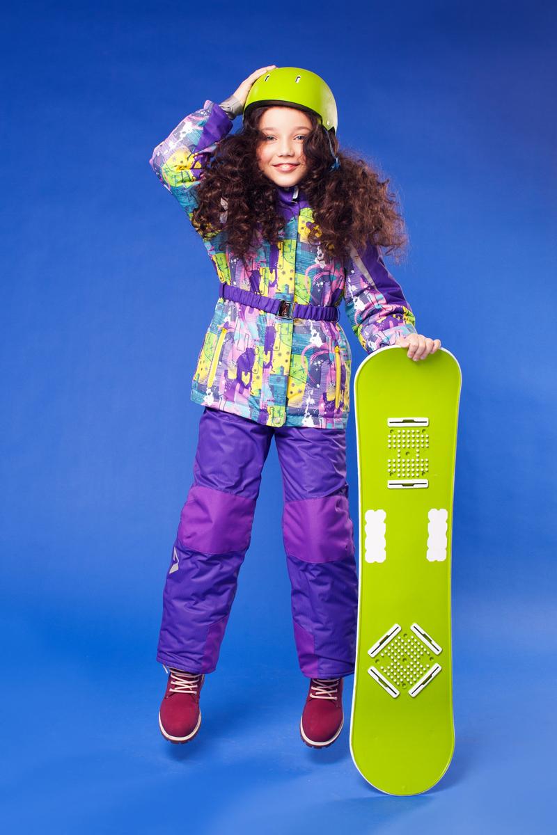 Комплект одежды для девочки OLDOS ACTIVE Ариэль: куртка, полукомбинезон, цвет: желтый, сиреневый. 16/OA-1SU422-1. Размер 92, 2 года16/OA-1SU422Долговечный и технологичный зимний костюм Ариэль от OLDOS ACTIVE состоит из куртки и полукомбинезона. Костюм оснащен всем самым необходимым для комфортной носки. Верх выполнен из полиэстера, пропитка Teflon защищает от грязи и воды, увеличивает износостойкость и облегчает уход. Мембрана 5000/5000 обеспечивает водонепроницаемость, при этом одежда дышит. Гипоаллергенный утеплитель HOLLOFAN PRO 200 г/м2 в куртке и 150 г/м2 в полукомбинезоне тоньше обычного, зато эффективнее удерживает тепло. Температурный режим (-30°С...+5°С). Флисовая подкладка в области груди, спины, воротника и капюшона; в рукавах и полукомбинезоне - гладкий полиэстер для легкости одевания. Функционал куртки продуман до мелочей: двойная ветрозащитная планка по всей длине молнии с защитой подбородка, противоснежная юбка с антискользящей резинкой, регулируемые по ширине манжеты на рукавах, дополнительно в рукавах есть эластичная мягкая внутренняя манжета с отверстием для большого пальца, воротник-стойка, съемный капюшон с регулировкой объема. Низ куртки регулируется по ширине, внутренняя резинка по талии обеспечивает лучшее прилегание. С лицевой стороны куртки имеются прорезные карманы на молнии. Модель дополнена эластичным поясом. Полукомбинезон также очень удобен и комфортен: противоснежная муфта с антискользящей резинкой, усиления на коленях и внизу брючин в местах особого износа, внутренняя эластичная резинка на талии для лучшего прилегания, застежка на молнию, широкие эластичные регулируемые лямки, прорезные открытые карманы. Прогулки в этом костюме будут не только комфортными, но и безопасными: и на куртке, и на полукомбинезоне есть светоотражающие элементы, а в куртке имеется внутренний карман с нашивкой-потеряшкой, на которой можно написать имя девочки и телефоны родителей.