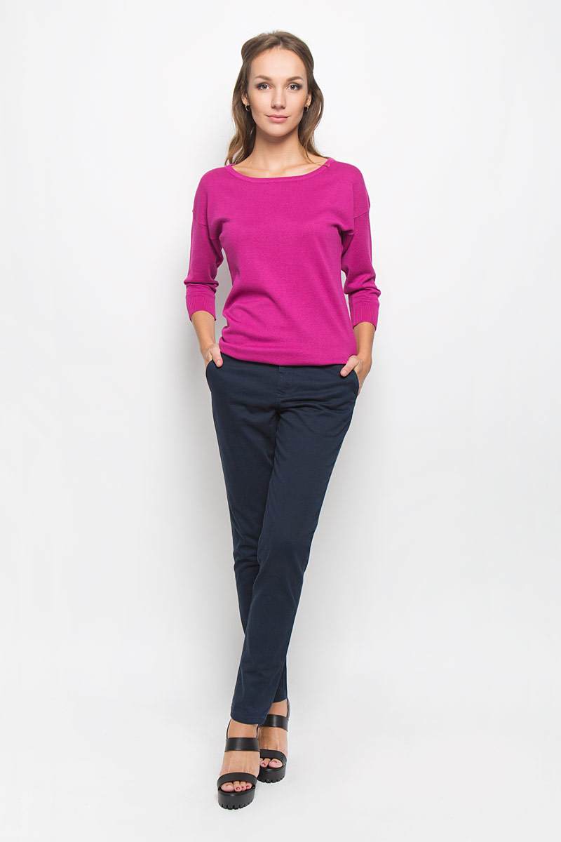Брюки женские Sela Casual, цвет: темно-синий. P-315/753-6414. Размер M (46)P-315/753-6414Стильные женские брюки Sela Casual - это изделие высочайшего качества, которое превосходно сидит и подчеркнет все достоинства вашей фигуры. Классические брюки стандартной посадки выполнены из эластичного хлопка, что обеспечивает комфорт и удобство при носке. Брюки застегиваются на пуговицу в поясе и ширинку на застежке-молнии, на поясе имеются шлевки для ремня. Брюки дополнены двумя втачными карманами спереди и двумя втачными карманами сзади.Эти модные и в то же время комфортные брюки послужат отличным дополнением к вашему гардеробу и помогут создать неповторимый современный образ.