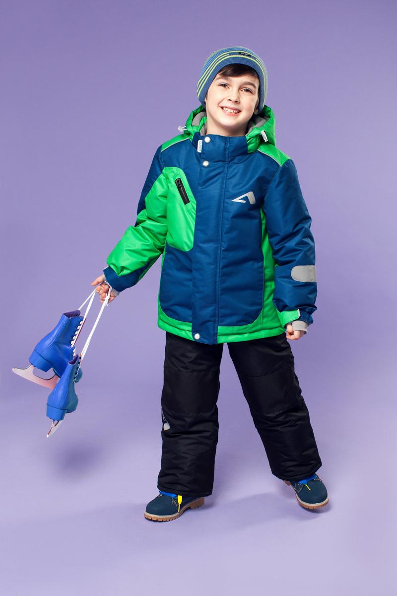 Комплект одежды для мальчика OLDOS ACTIVE Ларс: куртка, полукомбинезон, цвет: синий, зеленый. 16/OA-1SU431-1. Размер 92, 2 года16/OA-1SU431Долговечный и технологичный зимний костюм Ларс от OLDOS ACTIVE состоит из куртки и комбинезона. Покрытие Teflon на ткани костюма надежно защищает его от снега и грязи, увеличивает износостойкость и облегчает уход за изделием. Мембрана 5000/5000 обеспечивает водонепроницаемость, выведение влаги и комфорт. Гипоаллергенный утеплитель HOLLOFAN PRO плотностью 200 г/м2 в куртке и 150 г/м2 в штанах тоньше обычного, зато эффективнее удерживает тепло. Температурный режим -30°С...+5°С. На спинке, груди, воротнике-стойке и в съемном капюшоне куртки есть мягкая, приятная на ощупь флисовая подкладка, помогающая мембранной ткани работать в полную силу. В рукавах куртки и полукомбинезоне - гладкий полиэстер для легкости одевания. Функционал куртки продуман до мелочей: двойная ветрозащитная планка по всей длине молнии с защитой подбородка, противоснежная юбка с антискользящей резинкой, регулируемые манжеты на липучке и резинке, эластичная мягкая внутренняя манжета с отверстием для большого пальца, воротник-стойка, съемный капюшон с регулировкой объема, врезные карманы на молнии, внутренний карман с липучкой, регулировка по низу куртки. Полукомбинезон также очень практичен: застежка-молния, открытые карманы без молний, широкие эластичные регулируемые подтяжки, внутренняя эластичная резинка на талии для лучшего прилегания, противоснежная муфта с антискользящей резинкой, усиления на коленях и внизу брючин в местах особого износа. Кроме того, в этом костюме есть все, что нужно для безопасных прогулок даже в темное время суток: светоотражающие элементы на куртке и на брюках, а также нашивка-потеряшка, на которой можно написать имя малыша и телефоны родителей.