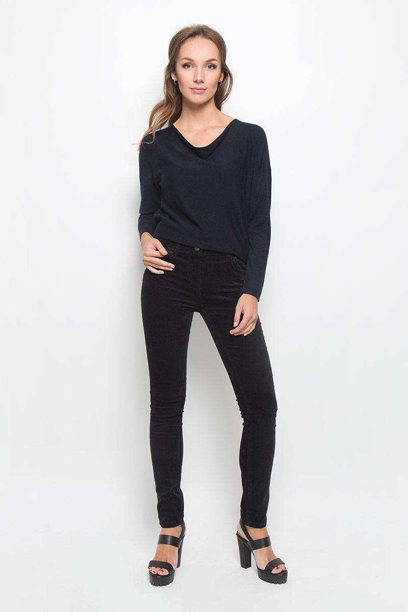 Брюки женские Baon, цвет: черный. B306502. Размер 29 (46)B306502Стильные женские брюки Baon - это изделие высочайшего качества, которое превосходно сидит и подчеркнет все достоинства вашей фигуры. Брюки слим стандартной посадки выполнены из эластичного хлопка, что обеспечивает комфорт и удобство при носке. Брюки застегиваются на пуговицу в поясе и ширинку на застежке-молнии, на поясе имеются шлевки для ремня. Брюки дополнены двумя втачными карманами спереди и двумя накладными карманами сзади. Изделие имеет оригинальную бархатистую фактуру.Эти модные и в то же время комфортные брюки послужат отличным дополнением к вашему гардеробу и помогут создать неповторимый современный образ.