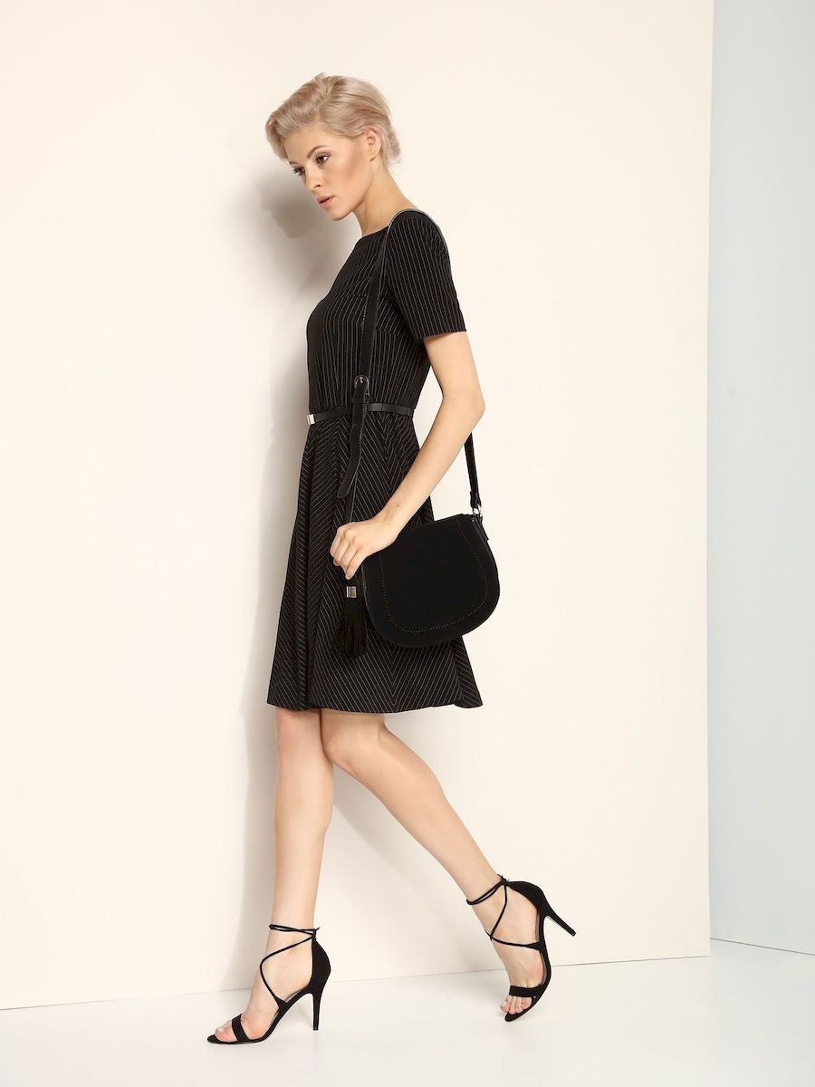 Платье Top Secret, цвет: черный. SSU1618CA. Размер 42 (48)SSU1618CAЭлегантное платье Top Secret, изготовленное из сочетания высококачественных материалов на подкладке из полиэстера, оно приятное на ощупь, не раздражает кожу и хорошо вентилируется.Модель-миди с круглым вырезом горловины и стандартными короткими рукавами застегивается по спинке на потайную молнию. В поясе платье дополнено декоративным ремешком. Оформлено изделие принтом в полоску.