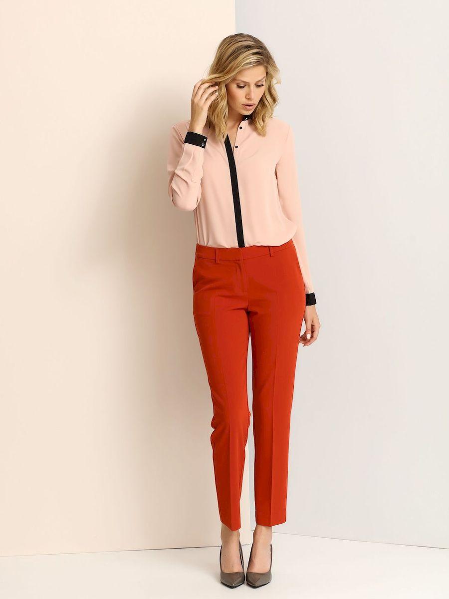 Рубашка женская Top Secret, цвет: пепельно-розовый, черный. SKL2077RO. Размер 34 (40)SKL2077ROЖенская рубашка выполнена из полиэстера. Модель на пуговицах, со стандартным длинным рукавом и отложным воротником. Манжеты дополнены металлическими пуговицами.