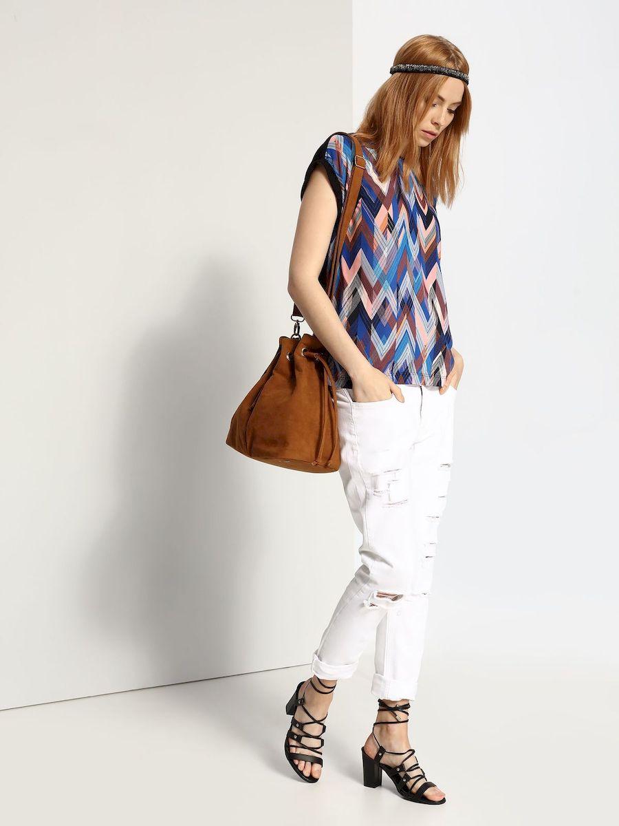 Блузка женская Top Secret, цвет: синий. SBW0273NI. Размер 36 (42)SBW0273NIСтильная женская блузка Top Secret, выполнена из 100% вискозы.Блузка свободного кроя с короткими рукавами и круглым вырезом горловины оформлена интересным принтом.