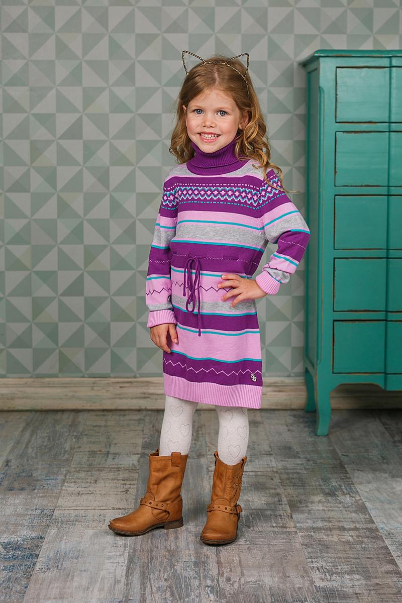 Платье для девочки Sweet Berry, цвет: фиолетовый, розовый. 205456. Размер 104205456Платье Sweet Berry выполнено из трикотажного материала и оформлено оригинальным принтом. Модель с высоким воротником и длинными рукавами на талии дополнено шнурком.