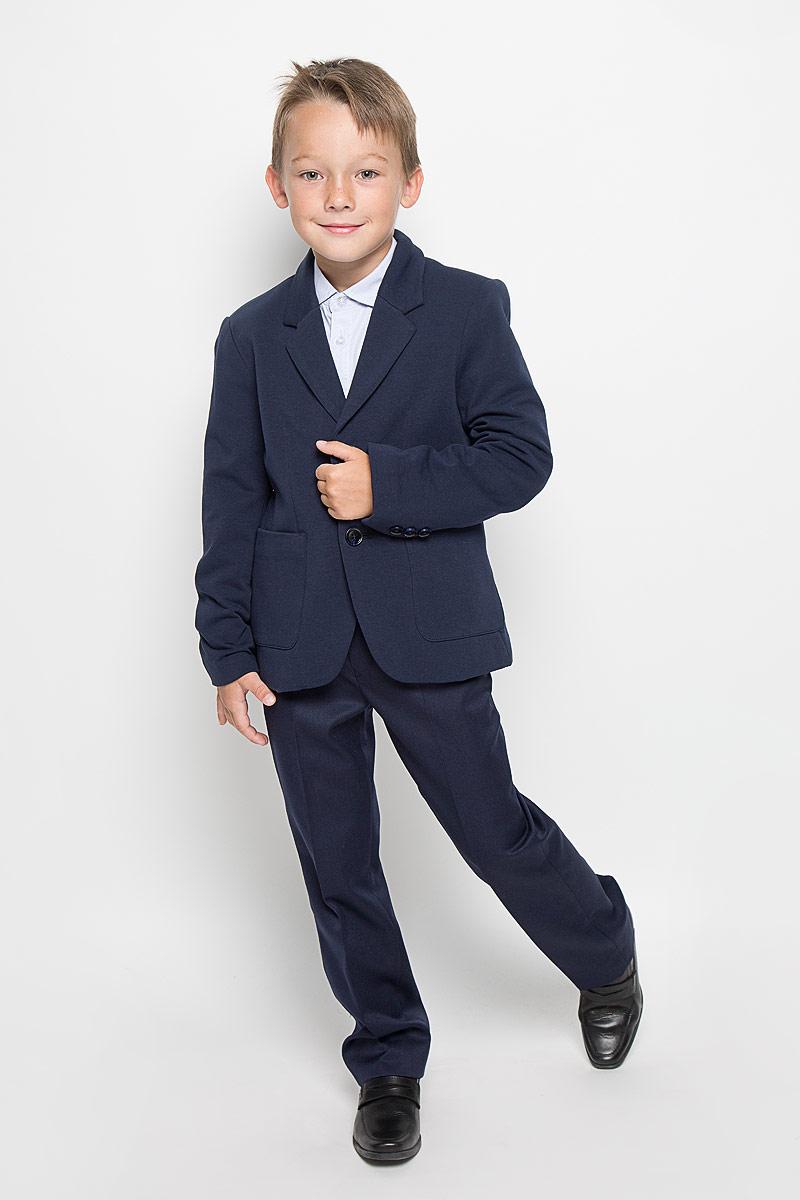 Пиджак для мальчика Sela, цвет: темно-синий. JTk-816/097-6311. Размер 170, 15 летJTk-816/097-6311Стильный пиджак для мальчика Sela станет отличным дополнением к школьному гардеробу в прохладные дни. Изготовленный из высококачественного материала, он необычайно мягкий и приятный на ощупь, не сковывает движения и позволяет коже дышать, не раздражает нежную кожу ребенка, обеспечивая ему наибольший комфорт. Модель на подкладке из хлопка с полиэстером, на рукавах из 100% полиэстера.Пиджак с воротничком с лацканами застегивается на пластиковые пуговицы и дополнен скрытыми плечиками. Низ рукавов оформлен декоративными пуговицами. Спереди пиджак дополнен двумя накладными карманами. Сзади предусмотрена шлица. В таком пиджачке ваш маленький мужчина будет чувствовать себя комфортно, уютно и всегда будет в центре внимания!
