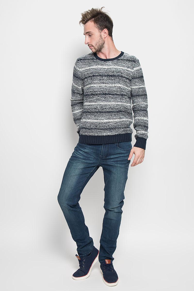 Джемпер мужской Sela, цвет: темно-синий, белый. JR-214/845-6424. Размер XXL (54)JR-214/845-6424Теплый мужской джемпер SELA выполненный из хлопковой пряжи согреет вас в прохладную погоду, и подчеркнет ваш стиль. Модель с круглым вырезом горловины выполнена из очень мягкого и приятного материала. Низ изделия, манжеты и горловина связаны резинкой.Лаконичный дизайн и совершенство стиля подчеркнут вашу индивидуальность.