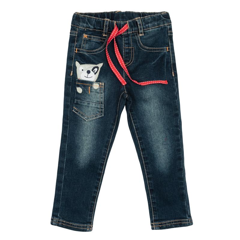 Брюки для мальчика PlayToday Baby, цвет: темно-синий. 367058. Размер 74367058Стильные джинсы для мальчика с эффектом потертостей. Джинсы зауженного кроя и стандартной посадки на талии имеют пояс на резинке, дополнительно регулируемый тесьмой, и шлевки для ремня. Модель представляет собой классическую пятикарманку: два втачных и один маленький накладной кармашек спереди и два накладных кармана сзади. Дополнительно изделие дополнено накладным кармашком, украшенным забавной вышивкой, будто из него выглядывает маленькая собачка.