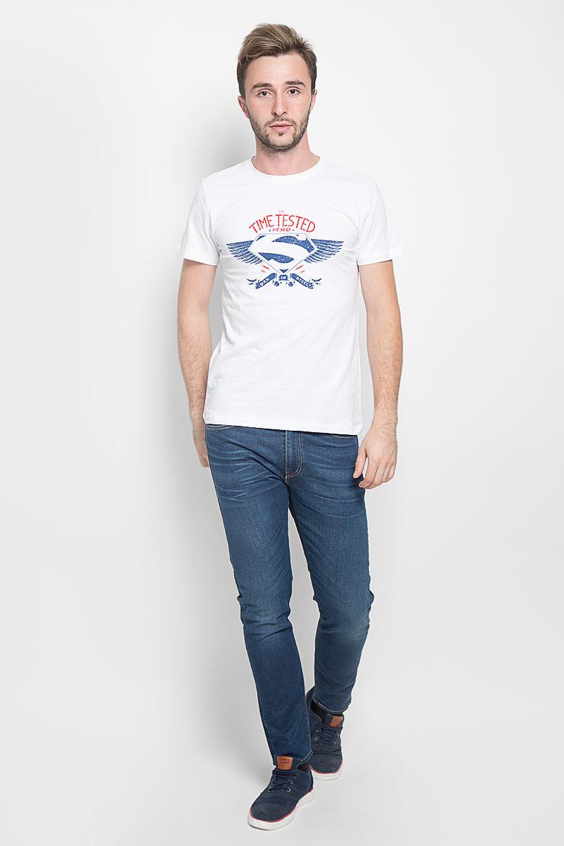 Футболка мужская RHS Superman, цвет: белый. 44666. Размер M (48)44666Мужская футболка RHS Superman поможет создать отличный современный образ в стиле Casual. Модель, изготовленная из натурального хлопка, очень мягкая, тактильно приятная, не сковывает движения и позволяет коже дышать.Футболка с круглым вырезом горловины и короткими рукавами оформлена спереди буквенным принтом и логотипом Супермена. Вырез горловины дополнен трикотажной резинкой.Такая футболка станет стильным дополнением к вашему гардеробу, она подарит вам комфорт в течение всего дня!