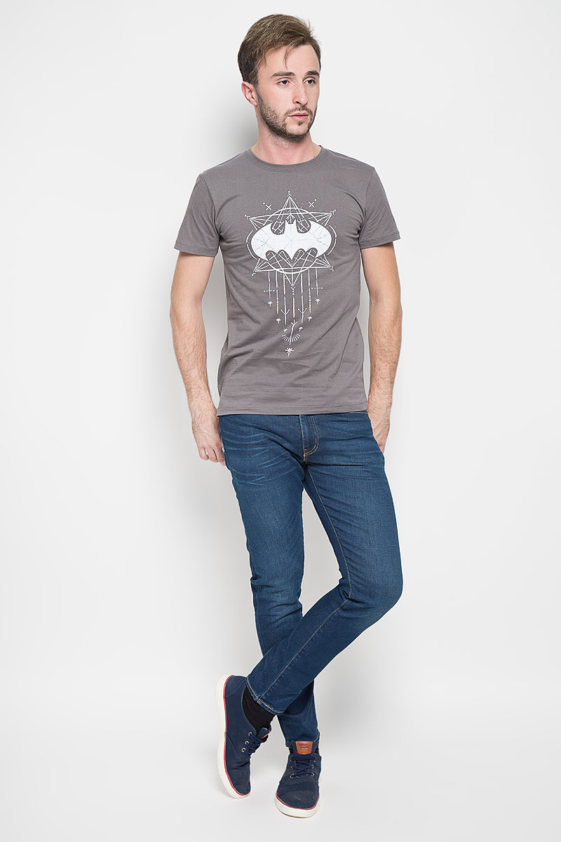 Футболка мужская RHS Batman, цвет: серый. 44651. Размер L (50)44651Оригинальная мужская футболка RHS Batman, выполненная из высококачественного хлопка, обладает высокой теплопроводностью, воздухопроницаемостью и гигроскопичностью, позволяет коже дышать. Модель с короткими рукавами и круглым вырезом горловины, оформлена крупным принтом спереди на тематику известного комикса Batman. Горловина дополнена эластичной трикотажной резинкой.Идеальный вариант для тех, кто ценит комфорт и качество.