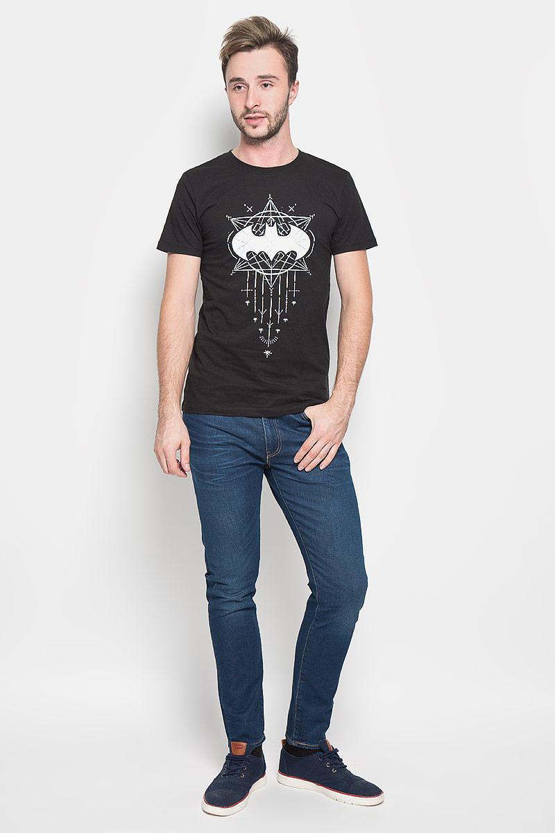 Футболка мужская RHS Batman, цвет: черный. 44641. Размер XL (52)44641Оригинальная мужская футболка RHS Batman, выполненная из высококачественного хлопка, обладает высокой теплопроводностью, воздухопроницаемостью и гигроскопичностью, позволяет коже дышать. Модель с короткими рукавами и круглым вырезом горловины, оформлена крупным принтом спереди на тематику известного комикса Batman. Горловина дополнена эластичной трикотажной резинкой.Идеальный вариант для тех, кто ценит комфорт и качество.