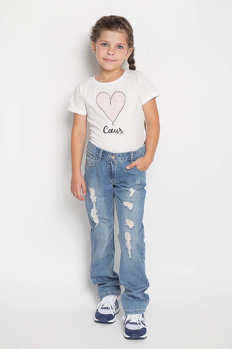Джинсы для девочки PlayToday, цвет: голубой. 162152. Размер 104, 4 года162152Удобные джинсы для девочки PlayToday идеально подойдут вашей маленькой моднице. Изготовленные из натурального хлопка, они мягкие и приятные на ощупь, не сковывают движения, сохраняют тепло и позволяют коже дышать, обеспечивая наибольший комфорт.Джинсы застегиваются на металлическую застежку-кнопку в поясе, также имеется ширинка на металлической молнии и шлевки для ремня. Объем пояса регулируется при помощи эластичной резинки на пуговицах. Спереди модель дополнена двумя втачными карманами и небольшим накладными кармашком, а сзади - двумя накладными карманами. Модель оформлена рваным эффектом. Практичные и стильные джинсы идеально подойдут вашей малышке, а модная расцветка и высококачественный материал позволят ей комфортно чувствовать себя в течение дня!