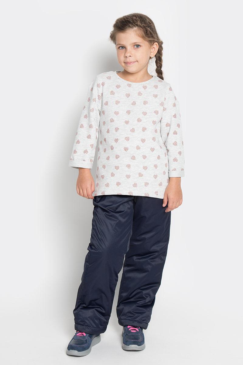 Брюки утепленные для девочки PlayToday, цвет: темно-синий. 362005. Размер 110, 5 лет362005Утепленные брюки PlayToday из высококачественного полиэстера идеально подойдут вашей девочке в прохладное время года.Подкладка и утеплитель из 100% полиэстера обеспечат тепло икомфорт. Брюки необычайно мягкие и приятные на ощупь, не сковывают движения и позволяюткоже дышать, не раздражают нежную кожу ребенка, обеспечивая наибольший комфорт. Брюки прямого кроя имеют мягкую эластичную резинку на поясе, регулируемую шнурком. Нижняя часть брючин с внутренней стороны дополнена резинками со стопперами. Имеется имитация ширинки. Модель спереди дополнена двумя втачными карманами, края которых стянуты резинками.Светоотражающий элемент в виде сердечка не позволит малышке остаться незамеченной в темное время суток. В таких брюках ваш ребенок будет чувствовать себя тепло и уютно.