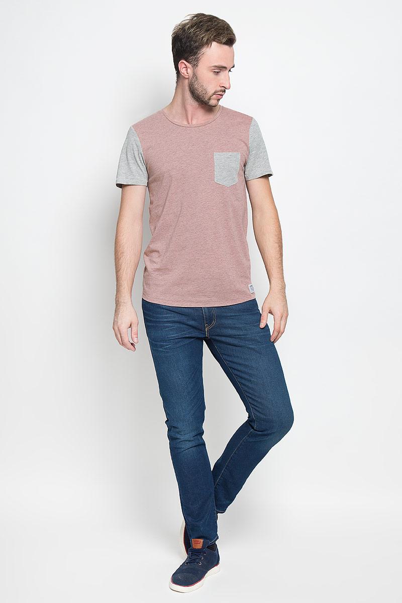 Футболка мужская Tom Tailor Denim, цвет: бежево-розовый, серый. 1035004.00.12_5679. Размер L (50)1035004.00.12_5679Стильная мужская футболка Tom Tailor Denim выполнена из натурального хлопка с добавлением вискозы. Материал очень мягкий и приятный на ощупь, обладает высокой воздухопроницаемостью и гигроскопичностью, позволяет коже дышать. Модель прямого кроя с круглым вырезом горловины и короткими рукавами дополнена на груди накладным кармашком. Снизу модель оформлена брендовой нашивкой.Такая модель подарит вам комфорт в течение всего дня и послужит замечательным дополнением к вашему гардеробу.