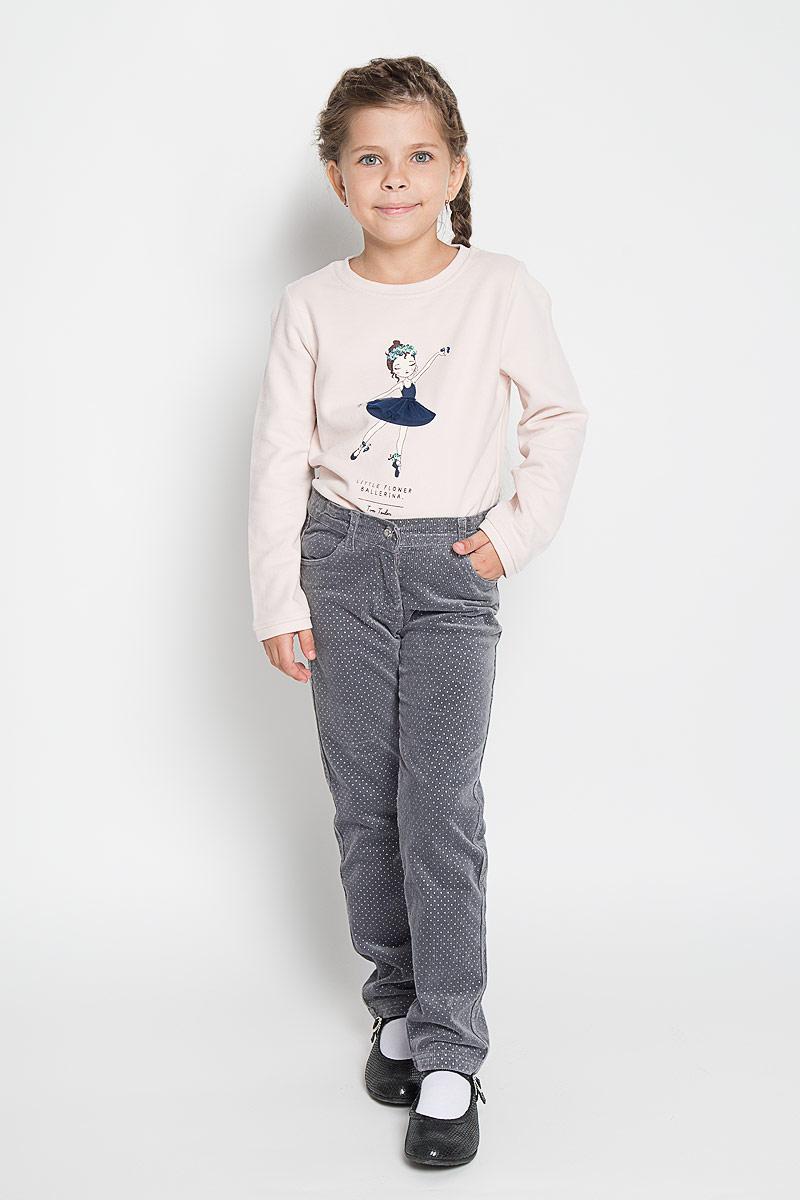 Брюки для девочки PlayToday, цвет: серый. 362078. Размер 104362078Стильные вельветовые брюки PlayToday для девочкиидеально подойдут вашей маленькой моднице. Изготовленные из эластичного хлопка, они мягкие и приятные на ощупь, не сковывают движения, сохраняют тепло и позволяют коже дышать, обеспечивая наибольший комфорт.Брюки прямого кроя с застежкой молнией и пуговицей, украшенной переливающимся кристаллом. Пояс регулируется вшитой резинкой. Спереди модель дополнена функциональными карманами.Практичные и стильные брюки идеально подойдут вашей малышке, а модная расцветка и высококачественный материал позволят ей комфортно чувствовать себя в течение дня!