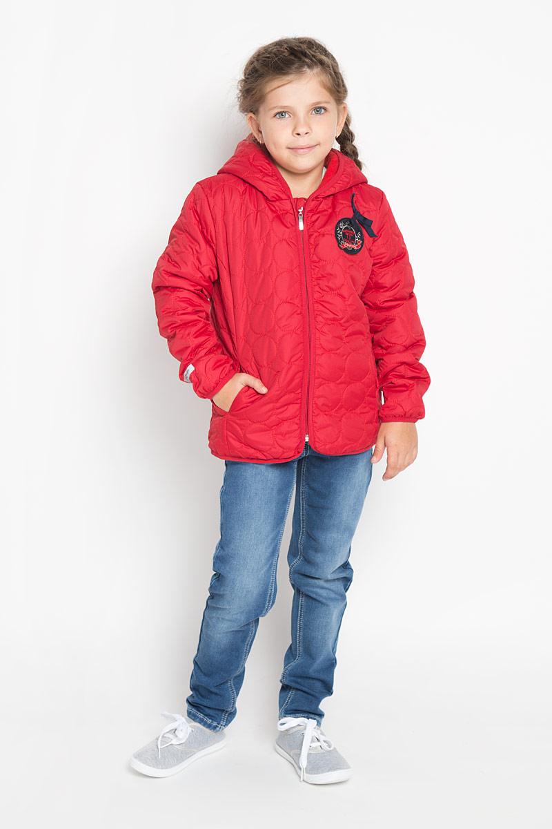 Куртка для девочки PlayToday, цвет: темно-красный. 362002. Размер 128, 8 лет362002Яркая, стеганая куртка для девочки PlayToday идеально подойдет для ребенка в прохладное время года. Куртка изготовлена из водоотталкивающей и ветрозащитной ткани и утеплена синтепоном (100% полиэстер). В качестве подкладки используется теплый флис. Куртка с капюшоном застегивается на пластиковую застежку-молнию и дополнительно имеет внутренний ветрозащитный клапан, а также защиту подбородка. Модель спереди дополнена втачными карманами, а сзади небольшой эластичной вставкой. Край капюшона, низ рукавов и низ изделия обработаны эластичной бейкой для лучшей защиты от ветра. Куртка оформлена оригинальной нашивкой и небольшим бантиком.В такой куртке ваша маленькая принцесса будет чувствовать себя комфортно, уютно и всегда будет в центре внимания!