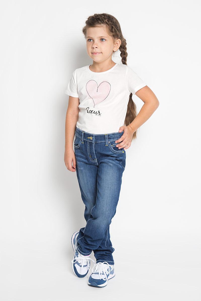 Джинсы для девочки PlayToday, цвет: темно-синий. 362170. Размер 104, 4 года362170Стильные утепленные джинсы PlayToday станут отличным дополнением к гардеробу вашейдевочке. Изготовленные из хлопка и вискозы с добавлением полиэстера и эластана, онинеобычайно мягкие и приятные на ощупь, не сковывают движения и позволяют коже дышать, нераздражают даже самую нежную и чувствительную кожу ребенка. Мягкая флисовая подкладкаобеспечит тепло и комфорт. Джинсы прямого кроя застегиваются на металлическую пуговицув поясе и ширинку на застежке-молнии. С внутренней стороны пояс дополнен регулируемойэластичной резинкой на пуговицах, которая позволяет подогнать модель по фигуре. На поясе предусмотренышлевки для ремня. Джинсы имеют классический пятикарманный крой: спереди модельоформлена двумя втачными карманами и одним маленьким накладным кармашком, а сзади -двумя накладными карманами. Модель оформлена контрастной прострочкой, перманентнымискладками и эффектом потертости. Задняя часть пояса оформлена нашивкой, украшеннойпайетками.Современный дизайн и расцветка делают эти джинсымодным и стильным предметом детского гардероба. В них ваша девочка будет чувствовать себяуютно и комфортно и всегда будет в центре внимания!