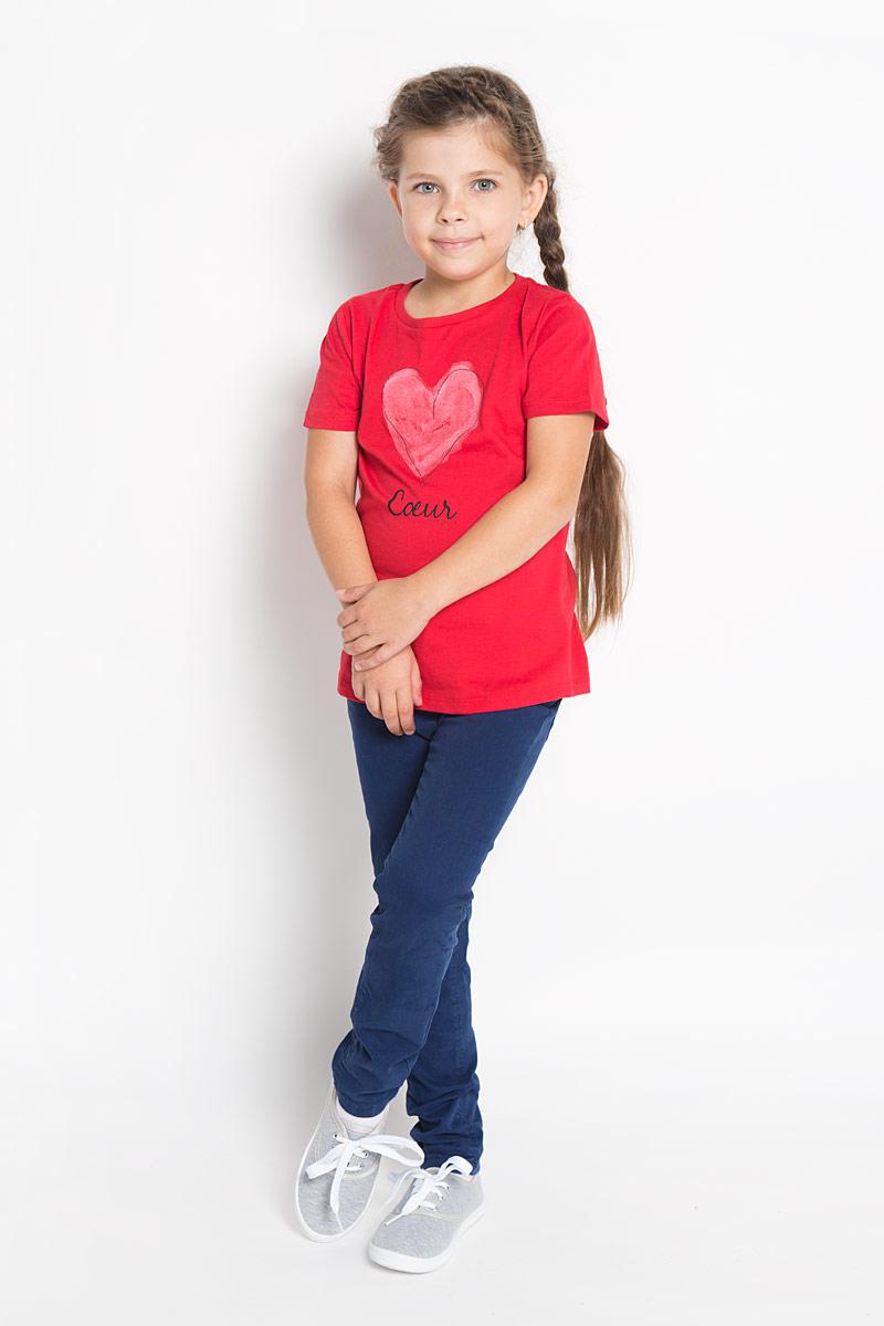Джинсы для девочки Tom Tailor, цвет: темно-синий. 6204579.00.81. Размер 1166204579.00.81Стильные джинсы для девочки Tom Tailor идеально подойдут вашей маленькой принцессе для отдыха и прогулок. Изготовленные из хлопка с добавлением эластана, они необычайно мягкие и приятные на ощупь, не сковывают движения малышки и позволяют коже дышать, не раздражают даже самую нежную и чувствительную кожу ребенка, обеспечивая ему наибольший комфорт. Джинсы на талии застегиваются на металлическую пуговицу, также имеются шлевки для ремня и ширинка на металлической застежке-молнии. С внутренней стороны пояс регулируется резинкой на пуговицах. Модель имеет спереди два втачных кармашка, а сзади - два накладных кармана в форме сердечек. Оригинальный современный дизайн и модная расцветка делают эти джинсы модным и стильным предметом детского гардероба. В них ваша маленькая модница всегда будет в центре внимания!