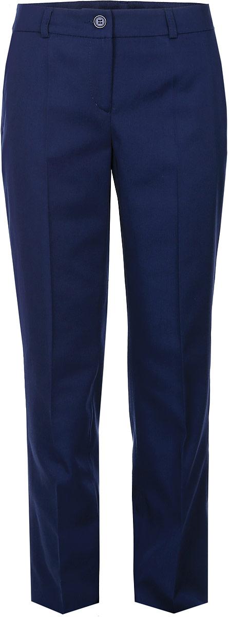 Брюки для девочки BTC, цвет: синий. 12.017828. Размер 40-15812.017828Стильные брюки для девочки BTC идеально подойдут для школы и повседневной носки. Изготовленные из плотного материала, они необычайно мягкие и приятные на ощупь, не сковывают движения и позволяют коже дышать, обеспечивая наибольший комфорт. Классические брюки с заутюженными стрелками прекрасно сидят и хорошо держат форму. Модель застегивается на пуговицу в поясе и ширинку на молнии, также предусмотрены шлевки для ремня. Спереди брюки дополнены двумя втачными карманами с косыми срезами. Такие брюки будут прекрасно сочетаться с различными блузками и пиджаками. Однотонные брюки классического кроя - отличный выбор для школьного гардероба.