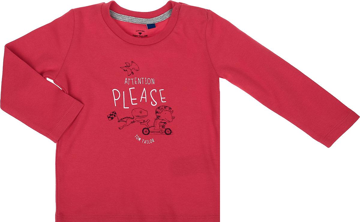 Футболка с длинным рукавом детская Tom Tailor, цвет: красный. 1034543.00.22_5516. Размер 801034543.00.22_5516Стильная футболка с длинным рукавом Tom Tailor идеально подойдет вашему ребенку. Изготовленная из 100% хлопка, она мягкая и приятная на ощупь, не сковывает движения и позволяет коже дышать, не раздражает даже самую нежную и чувствительную кожу ребенка, обеспечивая ему наибольший комфорт. Футболка прямого кроя с длинными рукавами и круглым вырезом горловины оформлена оригинальным принтом. Удобные застежки-кнопки по плечу помогают легко переодеть ребенка. Вырез горловины дополнен трикотажной эластичной резинкой.Современный дизайн и модная расцветка делают эту футболку стильным предметом детского гардероба. В ней ваш ребенок будет чувствовать себя уютно, комфортно и всегда будет в центре внимания!