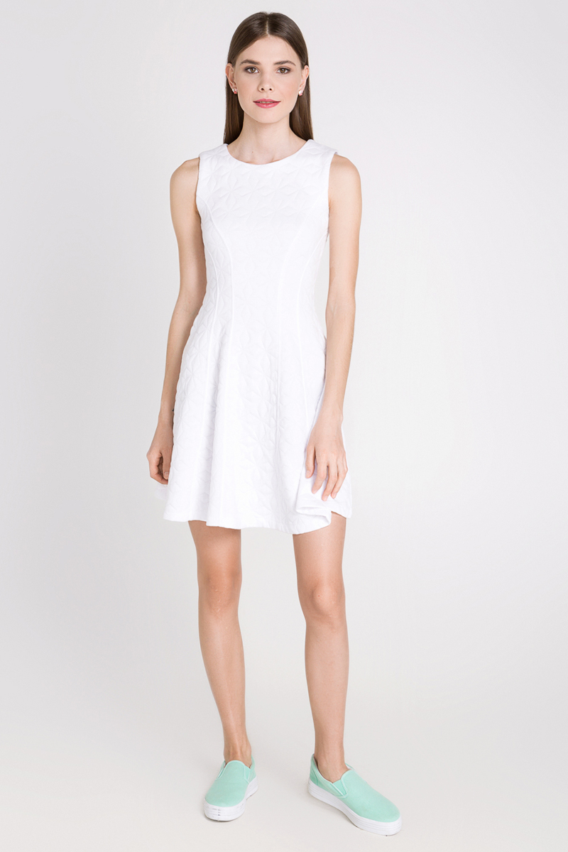 Платье Concept Club Targ, цвет: белый. 10200200167_200. Размер M (46)10200200167_200Платье Concept Club Targ выполнено из полиэстера с добавлением вискозы и эластана. Платье-миди приталенного кроя имеет расклешенную юбку и круглый вырез горловины, а также застегивается на застежку-молнию расположенную в среднем шве спинки.