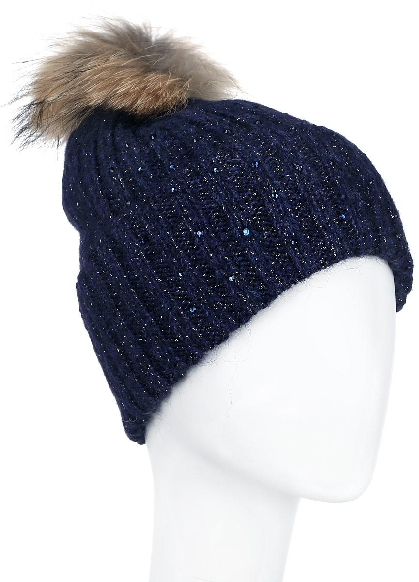 Шапка женская Finn Flare, цвет: темно-синий. A16-11162_101. Размер 56A16-11162_101Стильная женская шапка Finn Flare дополнит ваш наряд и не позволит вам замерзнуть в холодное время года. Шапка выполнена из высококачественной комбинированной пряжи, что позволяет ей великолепно сохранять тепло и обеспечивает высокую эластичность и удобство посадки.Модель оформлена стразами и дополнена пушистым помпоном из меха енота. Такая шапка станет модным и стильным дополнением вашего гардероба. Она согреет вас и позволит подчеркнуть свою индивидуальность!