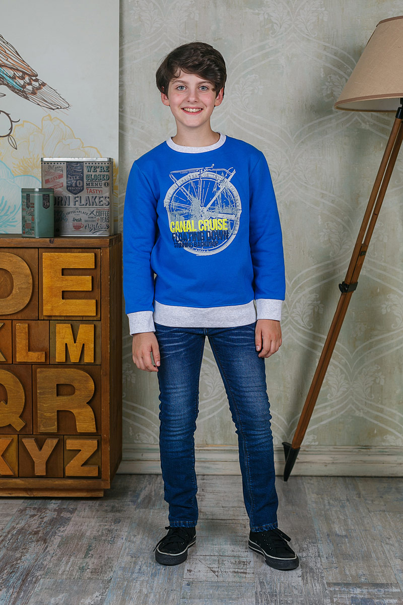 Свитшот для мальчика Luminoso, цвет: синий. 206716. Размер 152206716Свитшот для мальчика Luminoso выполнен из хлопка с добавлением эластана. Модель с круглым вырезом горловины и длинными рукавами оформлена оригинальным принтом.