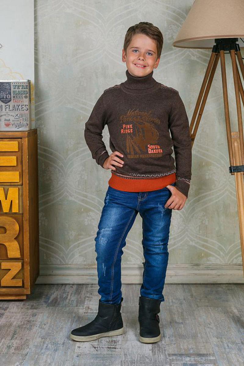 Джинсы для мальчика Luminoso, цвет: темно-синий. 206720. Размер 140206720Стильные джинсы для мальчика Luminoso идеально подойдут юному моднику. Изготовленные из эластичного хлопка, они мягкие и приятные на ощупь, не сковывают движения и позволяют коже дышать, обеспечивая наибольший комфорт. Джинсы на талии застегиваются на комбинированную застежку, а также шлевки для ремня. Спереди расположены два втачных кармана и один маленький накладной, сзади - два накладных кармана. Современный дизайн и расцветка делают эти джинсы модным и удобным предметом детского гардероба. В них ребенок всегда будет в центре внимания!