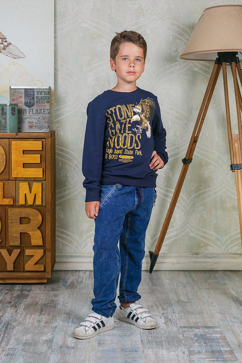 Лонгслив для мальчика Luminoso, цвет: темно-синий. 206724. Размер 146206724Лонгслив для мальчика Luminoso выполнен из хлопка с добавлением эластана. Модель с круглым вырезом горловины и длинными рукавами оформлена оригинальным принтом.