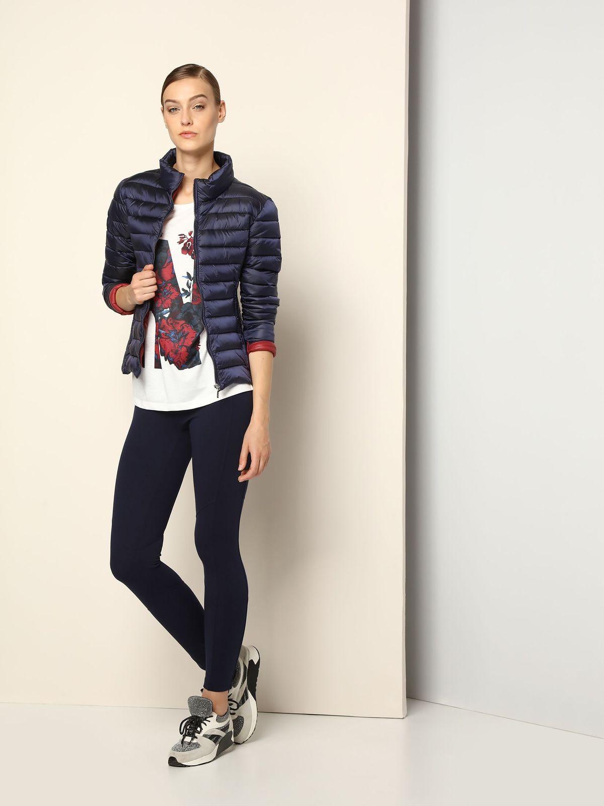 Куртка женская Drywash, цвет: темно-синий. DKU0069GR. Размер L (46/48)DKU0069GRСтильная женская куртка Drywash изготовлена из полиамида. В качестве утеплителя используется синтепон. Модель с воротником-стойкой застегивается на застежку-молнию. Спереди расположены два прорезных кармана на застежках-молниях.