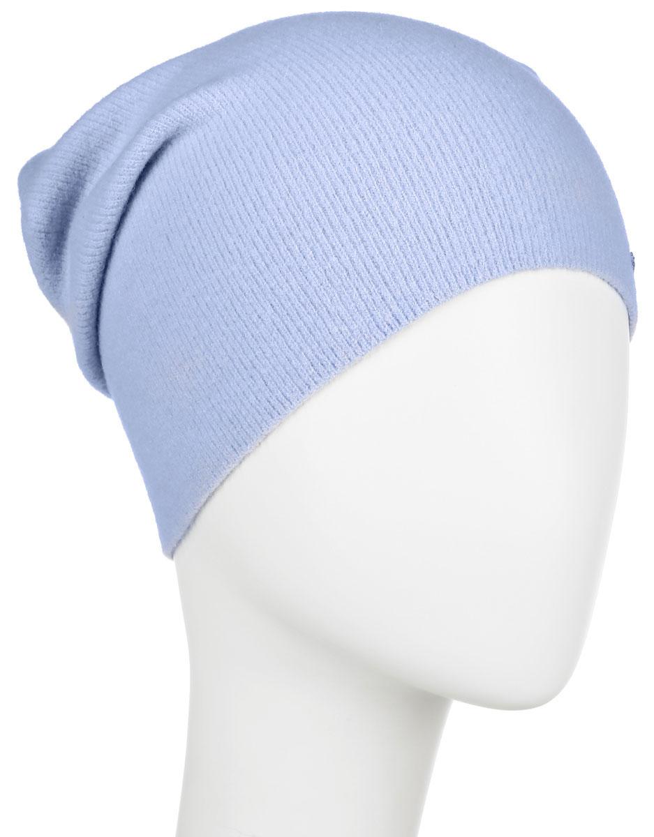 Шапка женская Finn Flare, цвет: голубой. A16-32122_117. Размер 56A16-32122_117Стильная женская шапка Finn Flare дополнит ваш наряд и не позволит вам замерзнуть в холодное время года. Шапка выполнена из высококачественной пряжи, что позволяет ей великолепно сохранять тепло и обеспечивает высокую эластичность и удобство посадки. Модель с удлиненной макушкой дополнена металлической эмблемой с логотипом производителя.Такая шапка станет модным и стильным дополнением вашего гардероба. Она согреет вас и позволит подчеркнуть свою индивидуальность! Уважаемые клиенты!Размер, доступный для заказа, является обхватом головы.