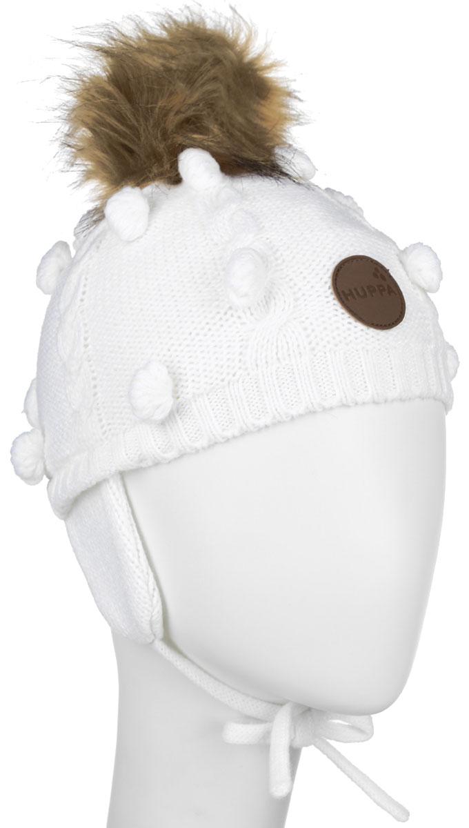 Шапка детская Huppa Macy, цвет: белый. 83570000-60020. Размер 55/5783570000-60020Вязанная детская шапочка Huppa Macy станет отличным дополнением к детскому гардеробу. Верх изделия изготовлен из 100% акрила, а подкладка из качественного хлопка, что обеспечивает тепло икомфорт. Благодаря эластичной вязке, шапка идеально прилегает к голове ребенка.Шапка оформлена вязанным узором, на макушке модель имеет мягкий меховой помпон. Изделие завязывается на шнурочки, пришитые сбоку к удлиненным ушкам, тем самым обеспечивает тепло в холодную погоду и защищает детские ушки от холода. Дополнена шапочка нашивкой с названием бренда. Оригинальный дизайн и расцветка делают эту шапку стильным предметом детского гардероба. В ней ребенку будет тепло, уютно и комфортно. Уважаемые клиенты!Размер, доступный для заказа, является обхватом головы.