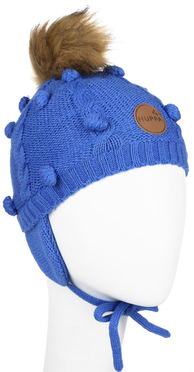 Шапка детская Huppa Macy, цвет: синий. 83570000-60035. Размер 55/5783570000-60035Вязанная детская шапочка Huppa Macy станет отличным дополнением к детскому гардеробу. Верх изделия изготовлен из 100% акрила, а подкладка из качественного хлопка, что обеспечивает тепло икомфорт. Благодаря эластичной вязке, шапка идеально прилегает к голове ребенка.Шапка оформлена вязанным узором, на макушке модель имеет мягкий меховой помпон. Изделие завязывается на шнурочки, пришитые сбоку к удлиненным ушкам, тем самым обеспечивает тепло в холодную погоду и защищает детские ушки от холода. Дополнена шапочка нашивкой с названием бренда. Оригинальный дизайн и расцветка делают эту шапку стильным предметом детского гардероба. В ней ребенку будет тепло, уютно и комфортно. Уважаемые клиенты!Размер, доступный для заказа, является обхватом головы.