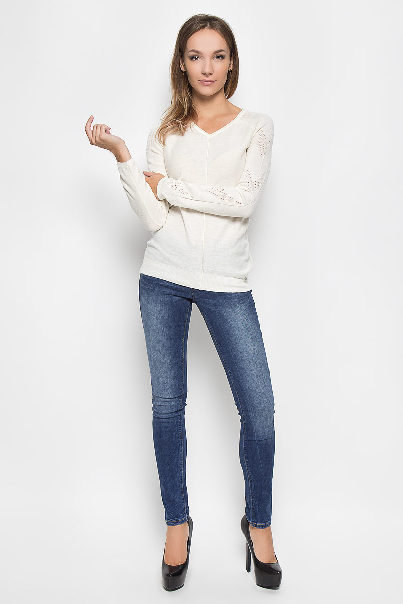 Джинсы женские Finn Flare, цвет: синий. A16-170050_125. Размер 30-32 (46-32)A16-170050_125Стильные женские джинсы Finn Flare - это джинсы высочайшего качества, которые прекрасно сидят. Они выполнены из высококачественного эластичного хлопка, что обеспечивает комфорт и удобство при носке. Модные джинсы слим стандартной посадки станут отличным дополнением к вашему современному образу. Джинсы застегиваются на пуговицу в поясе и ширинку на застежке-молнии, имеют шлевки для ремня. Джинсы имеют классический пятикарманный крой: спереди модель оформлена двумя втачными карманами и одним маленьким накладным кармашком, а сзади - двумя накладными карманами.Эти модные и в то же время комфортные джинсы послужат отличным дополнением к вашему гардеробу.
